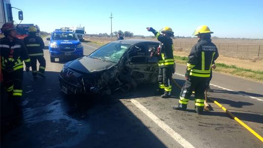 Choque en la 158: Conductora villamariense embistió contra un camión