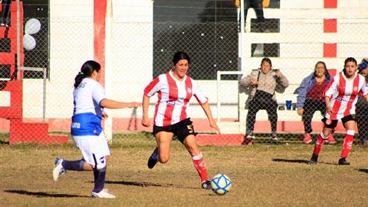 Comenzó a rodar la pelota: Las chicas dieron inicio al 1° torneo de fútbol femenino