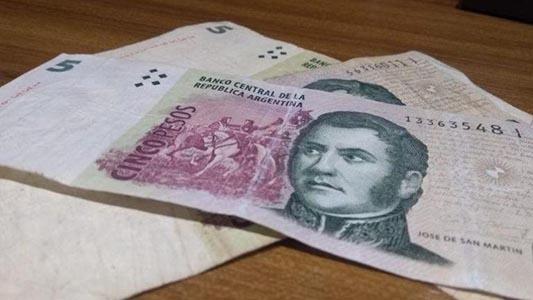 Analizan prorrogar la salida del billete de 5 pesos