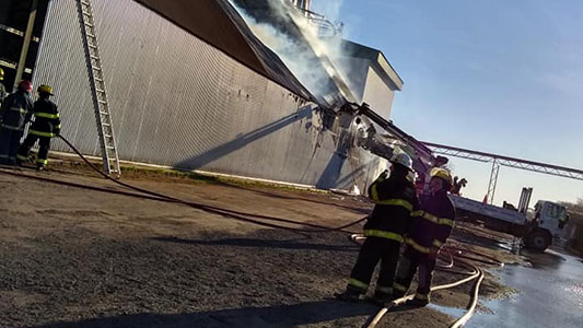 Incendio en Ticino: Podría llevar 3 días más combatir el fuego