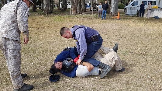 Situaciones críticas: Policías entrenan técnicas de reducción y cómo cubrirse ante disparos