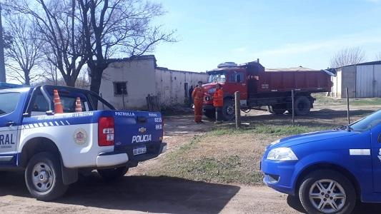 Fatalidad en un campo con camión volcador: murió un operario