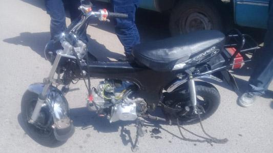 Traumatismos para un motociclista que chocó contra un auto