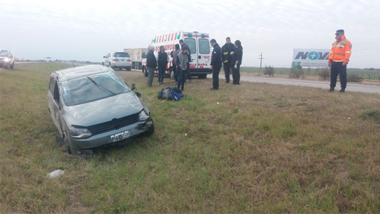 Mujer despistó en la autopista y sufrió traumatismos