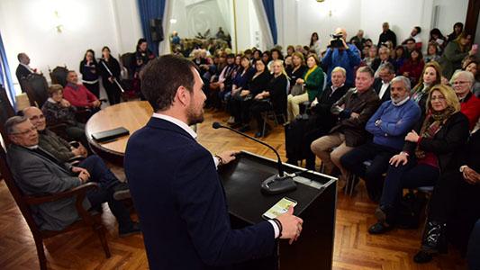 Quiénes fueron los 64 docentes reconocidos por el municipio