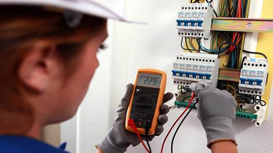Con salida laboral: Ofrecen curso en la UNVM para ser electricista domiciliario