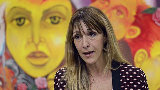 Se cambió el apellido y es ex hija del genocida Etchecolatz: Disertará en Villa María