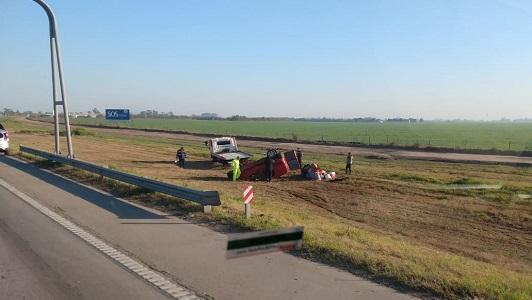 Vuelco en la Autopista: Utilitario destruido y 3 heridos al Hospital