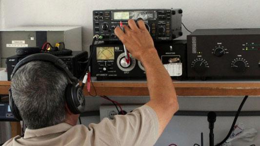 Pasión por comunicarse: Juntada internacional en Villa María de radioaficionados