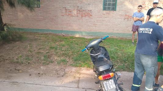 Adolescente de 14 años perdió el control de la moto y terminó contra la pared
