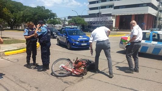 Vieja moto Puma chocó en bulevar: Al conductor lo llevaron herido al Hospital