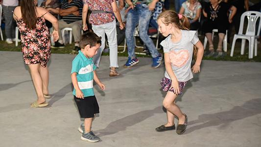 Con una peña libre y escenario abierto, Villa Nueva festejó el Día de la Tradición