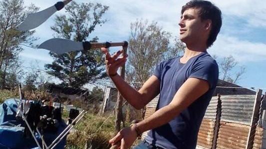 Insólito: Lo multaron por hacer malabares en la calle y si no paga va a juicio