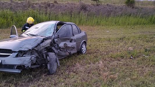 Grave accidente en ruta 158: Dos autos impactaron de frente