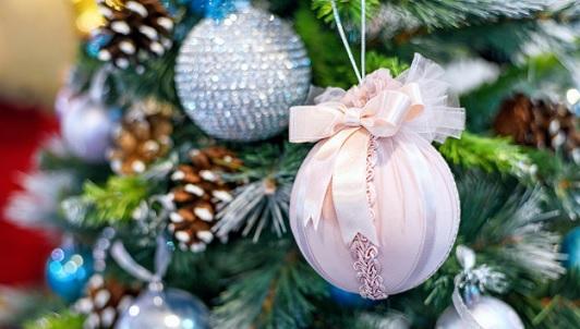 Nochebuena de viento como para atar el arbolito y almuerzo de Navidad con posible lluvia