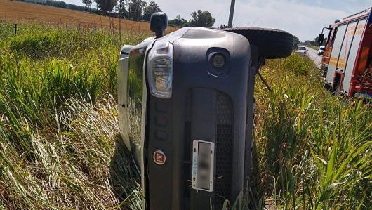 Volcó camioneta sobre ruta 2: segundo accidente en el mismo tramo