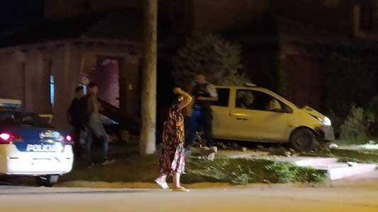 Auto se incrustó contra una casa en barrio Palermo: el conductor estaba alcoholizado