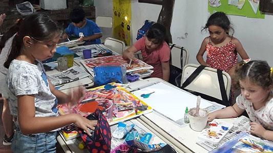 Canto, arte y cine: actividades para toda la familia en Villa Nueva