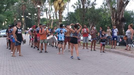 Laten Carnavales: Ensayos finales en el parque de Villa Nueva