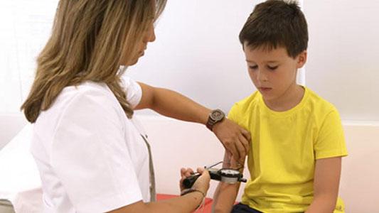 Fichas médicas: Ya se pueden sacar turnos en los centros de salud para completarlas