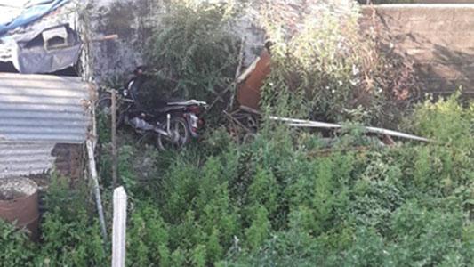 Vio desde su casa la moto que le robaron: estaba tirada en el patio del vecino