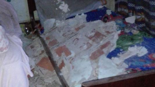 Se les cayó el techo encima mientras dormían: sufrieron heridas y golpes