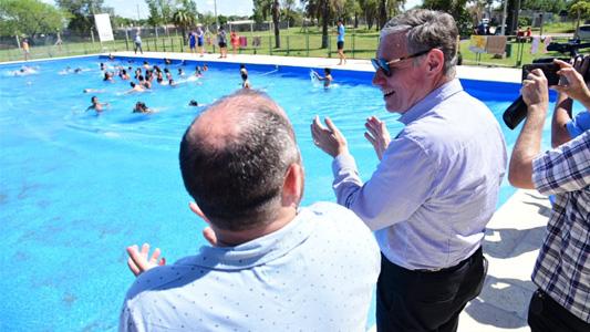 270 niños, niñas y personas con discapacidad largaron temporada en la pileta municipal