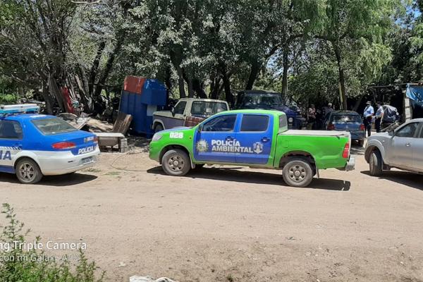 Villa del Sur: La Policía solicitó desocupar casas a orilla del río